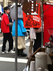 ONE POINT-菓子祭前日際_玄さん背中